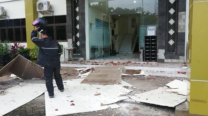 Dampak Gempa Malang, Sekolah hingga Kantor Kecamatan Rusak Parah