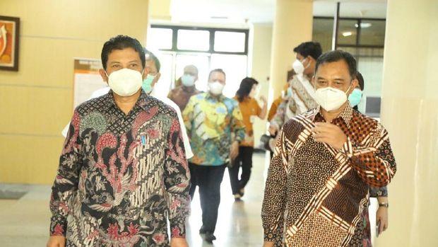 Direktur Utama BPJS Kesehatan Ali Ghufron Mukti melakukan kunjungan ke RS Islam Jemursari dan RS Islam A. Yani Surabaya, Jumat (09/04).  (dok. BPJS Kesehatan)