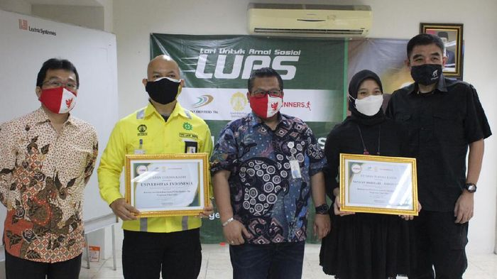 IndoRunners punya program beasiswa bernama LUAS atau Lari untuk Amal Sosial. Program ini telah berhasil menukar lebih dari 3.5 juta kilometer lari menjadi dana amal sosial sekitar 1 juta dolar AS atau setara Rp 14 miliar (sekitar $1 juta) sejak dimulai pada 2012