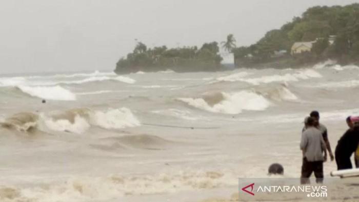 Kondisi Gelombang di NTT saat Diterjang Badai Seroja