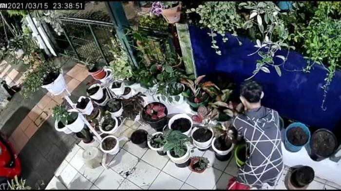 Maling Terekam CCTV di Cianjur