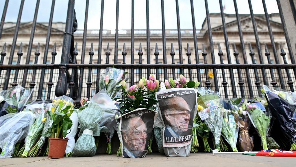 Pangeran Philip Meninggal, Warga Inggris Dilarang Bawa Bunga ke Istana