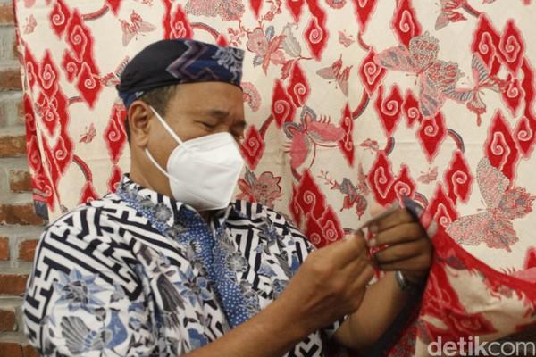 Berbagai strategi terus dilakukan oleh pengusaha batik agar bisa tetap eksis di tengah masa pandemi COVID-19. Salah satunya dengan membuka museum batik yang menjadi spot selfie yang instagramable.