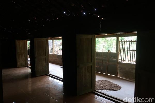 Winarno menyebut sebelum mengenal rumah limasan, warga Pedukuhan Jelok berjenis rumah kampung. Rumah limasan menjadi tolok ukur kepuasan memiliki tempat tinggal saat itu.