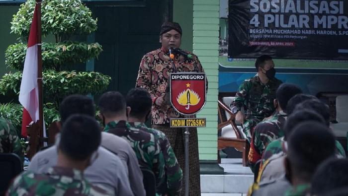 Sosialisai 4 Pilar Kebangsaan kembali digelar di markas Kodim 0726/SKH, Kabupaten Sukoharjo, Jawa Tengah guna menyemangati untuk Indonesia Emas 2045.