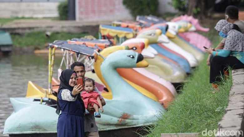 Presiden Jokowi mengambil alih pengelolaan TMII dari yayasan keluarga Soeharto kembali ke negara dengan sepucuk Peraturan Presiden (Perpres).