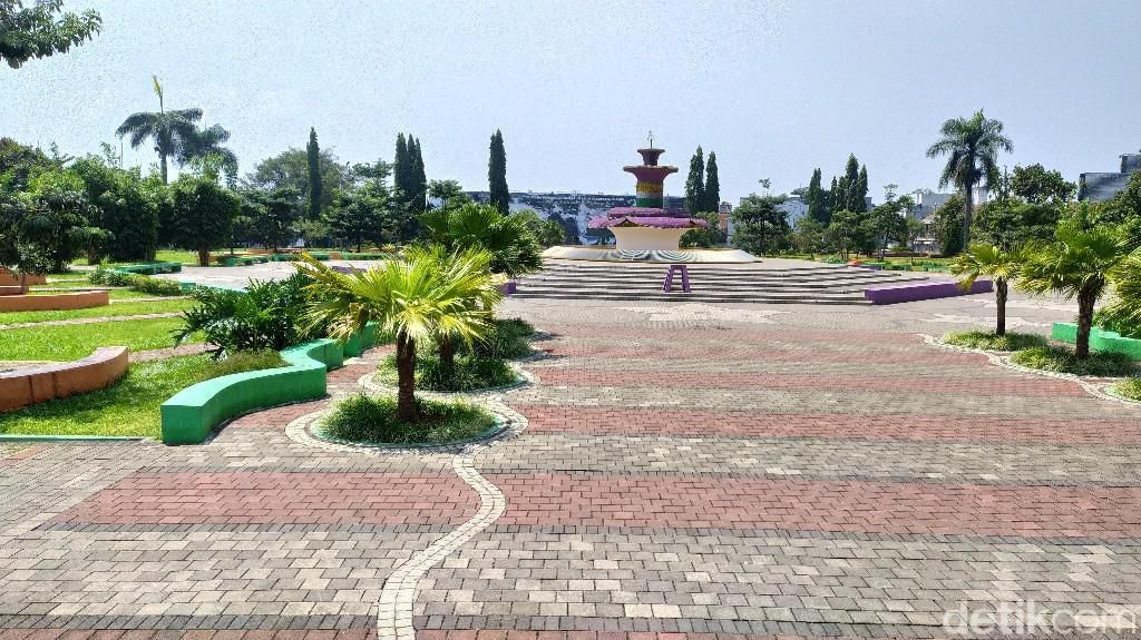 Penampakan Matinya Taman Raflesia Alun-alun Ciamis Saat PPKM