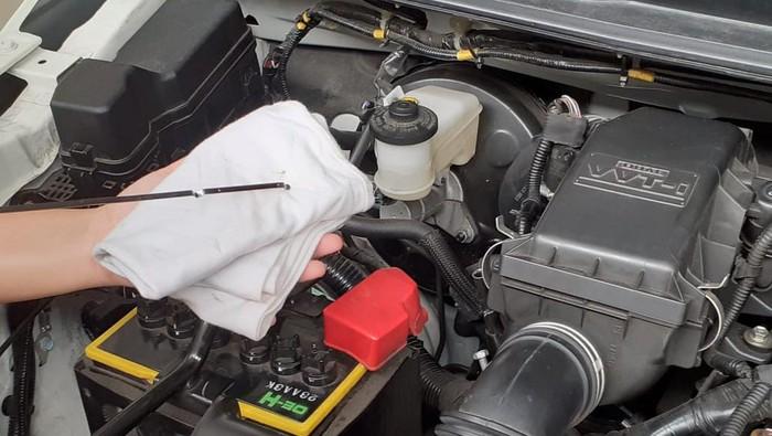 6 cairan di mobil yang bisa diperiksa sendiri