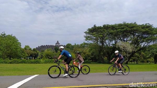 PT Taman Wisata Candi (TWC) Borobudur, Prambanan & Ratu Boko menawarkan paket wisata sport tourism, gowes sepeda dari Candi Prambanan menuju Candi Borobudur di Kabupaten Magelang, Jawa Tengah.