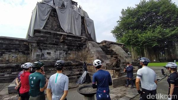 Alasan dipilihnya sepeda, karena di masa pandemi Covid-19 ini tren pesepeda naik. Kemudian, rute yang ditempuh sekitar 75 km dari Prambanan sampai Candi Borobudur.