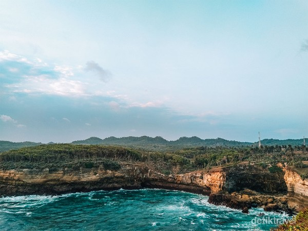 Pesona Tanjung Klayar