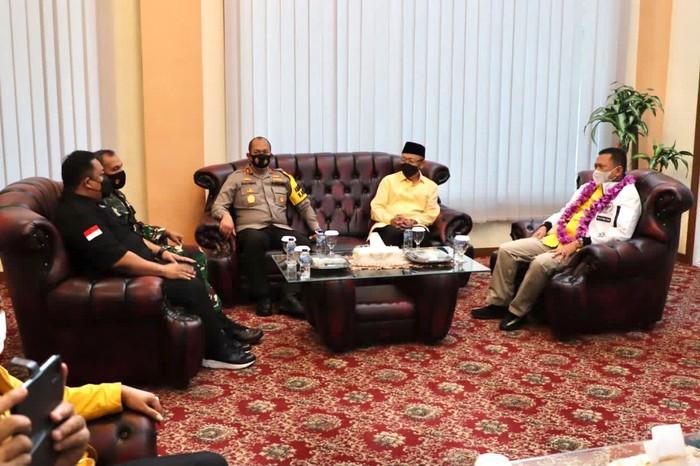 Ketua MPR Bambang Soesatyo bertemu Kapolda Jambi Irjen Pol Rachmad Wibowo, Calon Gubernur Jambi yang diusung Partai Golkar-PDIP Ce Hendra, Ketua DPRD Provinsi Jambi, Danrem dan para tokoh masyarakat di Jambi