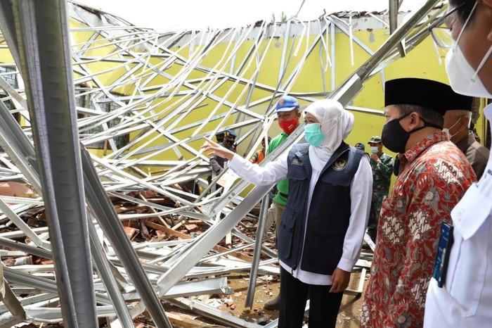 Khofifah Tinjau 3 Lokasi Terdampak Gempa Malang, Pastikan Tempat Pengungsian Memadai