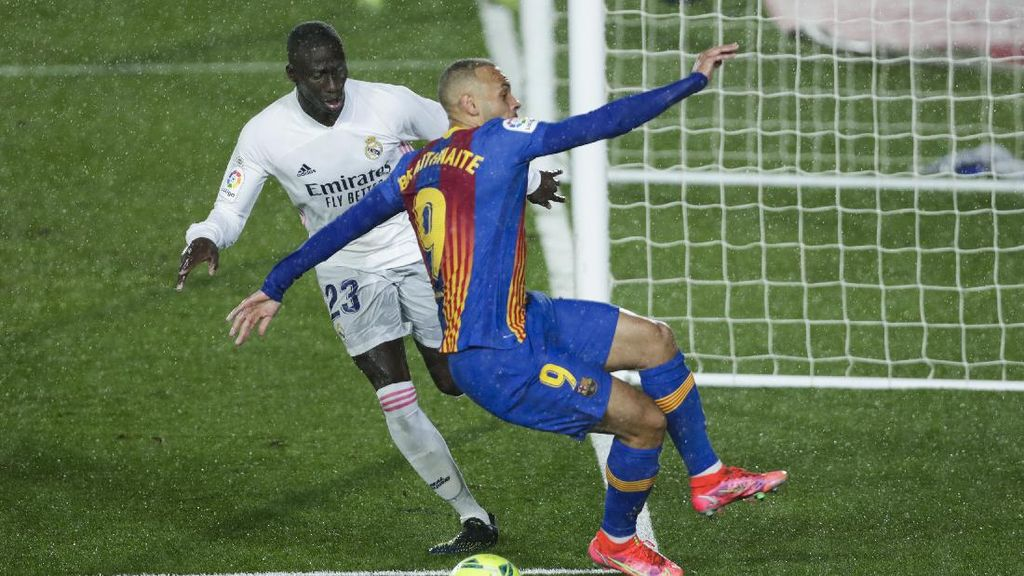 El Clasico: Wasit Sudah Tepat, Insiden Mendy-Braithwaite Bukan Penalti