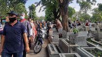 Tradisi Nyekar Jelang Ramadhan di Surabaya Mulai Ramai Didatangi Warga