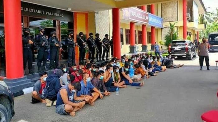 Polisi Gerebek Kampung Narkoba di Palembang Sulsel