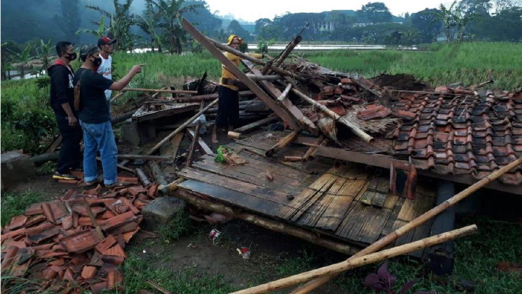 Saung Ambruk Diterjang Angin Puting Beliung, 2 Petani di Cianjur Tewas