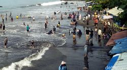Jelang Ramadhan, Pesisir Pantai Palabuhanratu-Cisolok Dipadati Wisatawan