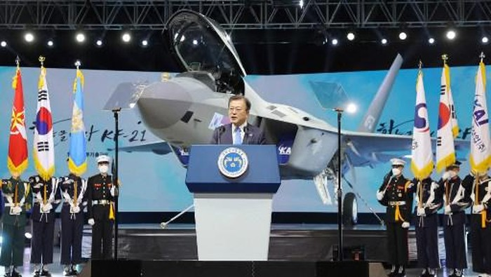 South Korea President Moon Jae-in delivers a speech at an unveiling event of the KF-21 Boramae fighter jet prototype at the Korea Aerospace Industries headquarters in the southern city of Sacheon on April 9, 2021. (Photo by - / YONHAP / AFP) / - South Korea OUT / REPUBLIC OF KOREA OUT  NO ARCHIVES  RESTRICTED TO SUBSCRIPTION USE