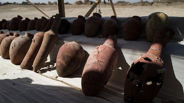 Sebuah kota kuno ditemukan di gurun pasir Mesir. Penemuan 'kota emas yang hilang' itu menjadi penemuan terpenting yang pernah ditemukan di Mesir.