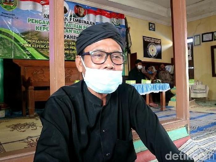 Tokoh Sedulur Sikep Kabupaten Kudus, Budi Santoso, saat ditemui di rumahnya Desa Larikrejo Kecamatan Undaan, Kamis (8/4/2021).