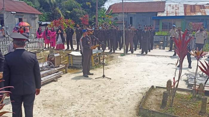 Upacara kenaikan pangkat Bripka Mashudin di Kalimantan Selatan (Dok Polres Banjarmasin)
