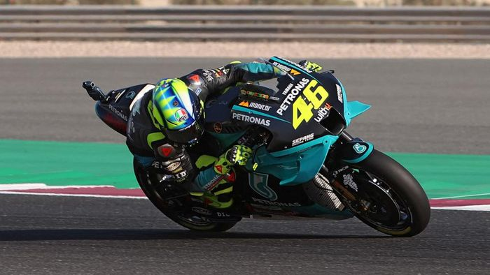 Petronas Yamaha SRTs Italian rider Valentino Rossi drives during the warm up ahead of the Moto GP Grand Prix of Doha at the Losail International Circuit, in the city of Lusail on April 4, 2021. (Photo by KARIM JAAFAR / AFP)