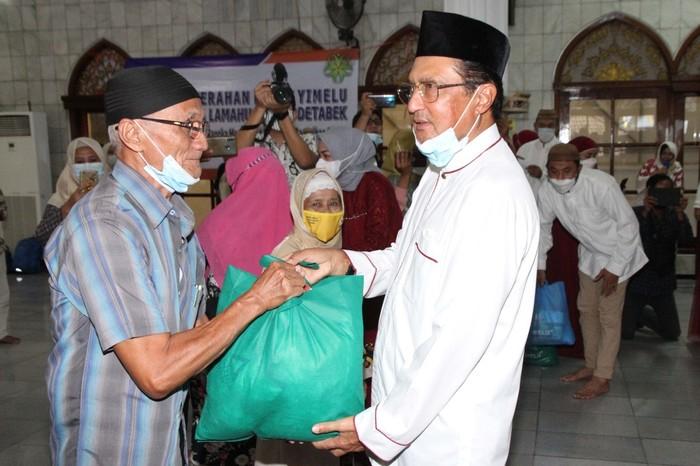 Wakil Ketua MPR Fadel Muhammad Bagikan Paket YImelu