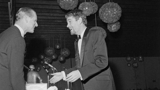 Prince Philip, Duke of Edinburgh presents the Best British Actor award to English actor Peter O'Toole (1932-2013) at the 16th British Academy Film Awards in London on 8th May 1963. Peter O'Toole stars in the 1962 film 'Lawrence of Arabia'. (Photo by Les Lee/Daily Express/Hulton Archive/Getty Images)