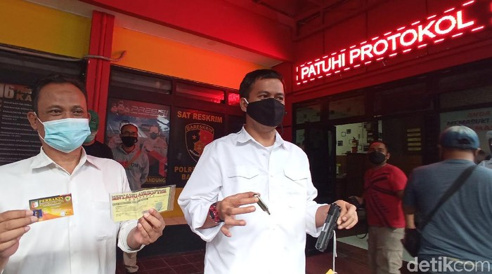 Aksi koboi pria di Bandung