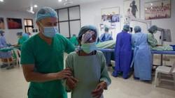 Seorang dokter di Nepal dijuluki Dewa Mata karena perjuangannya membantu warga miskin di Nepal sembuh dari katarak.
