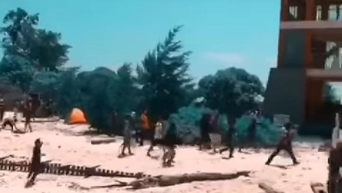 Bentrokan antara pemuda di Pulau Kodingareng, Makassar saat tradisi sambut Ramadhan (dok. Istimewa).