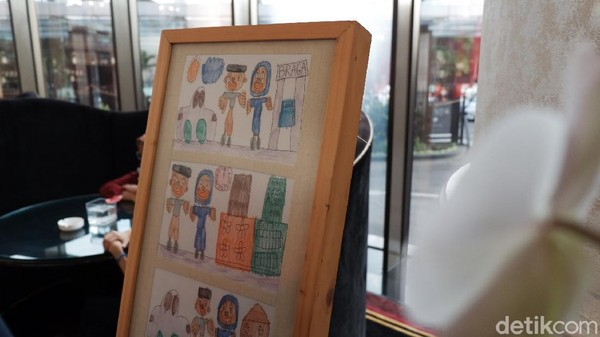 Benar saja, di Bandung ada banyak sekali komunitas yang concern pada kepedulian anak Autisme. Seperti salah satunya yang dihadirkan dalam helatan kali ini Creative Business of Difable Community (CidCo) dan seorang konselor dan psikoterapi pendidikan di Art Therapy Center (ATC) Widyatama sekaligus founder komunitas Rumah Stimulasi.