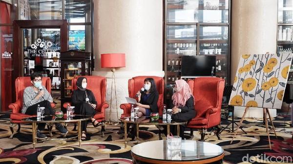 Rangkaian helatan Autism Awareness Month di The Trans Luxury Hotel diawali dengan ngobrol sore bersama Konselor & Psikoterapi Pendidikan di ATC Widyatama Dr. Yulianti dan dilanjutkan dengan berbincang Puspatriani Agustina dari CidCo Bandung, juga Rangga Putra Djajadipura seorang Desainer Grafis Difabel.
