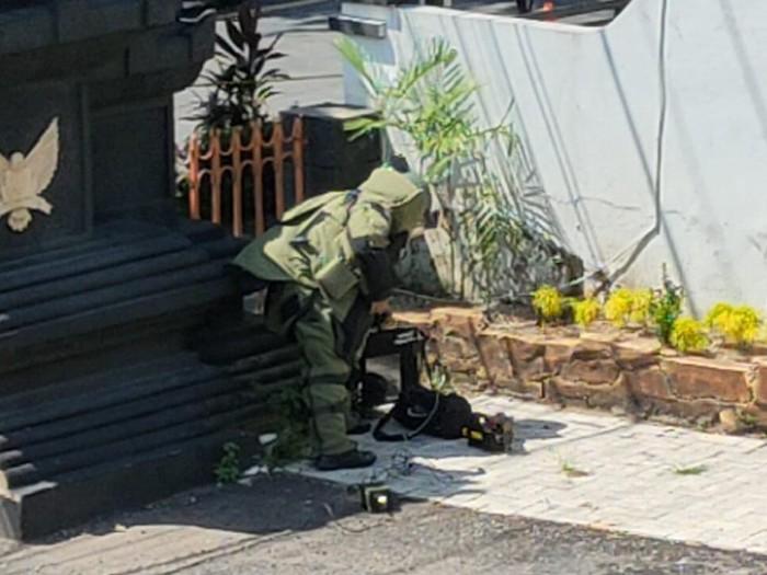Jibom Jinakkan Tas Misterius di Kantor DPRD Kota Kediri
