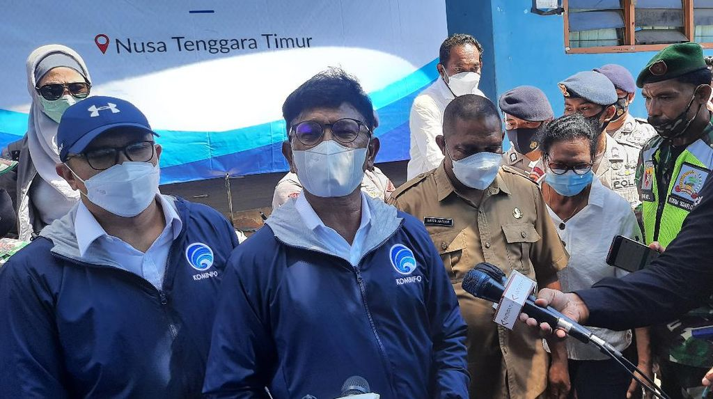 Menkominfo Tinjau Infrastruktur Terdampak Banjir NTT: 450 BTS Down