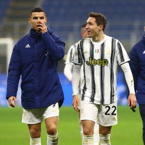 Duh, Chiesa... Oper Bolanya ke Ronaldo dong, Jangan ke Lawan!
