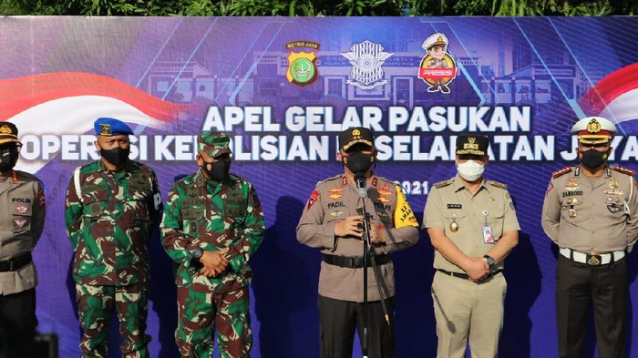 Kapolda Metro Jaya Irjen Fadil Imran beserta Wagub DKI A Riza Patria