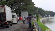 Jalan Pejagan-Prupuk Brebes Rusak Parah Bikin Macet Tiap Hari