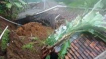4 Rumah Rusak Diterjang Longsor di Puncak Bogor