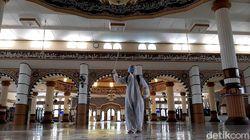 Sambut Ramadhan, Masjid Agung Purwokerto Disemprot Disinfektan