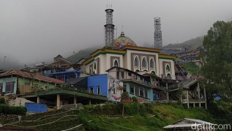 Bangunan Masjid Baituttaqwa berada di Dusun Butuh, Desa Temanggung, Kecamatan Kaliangkrik, Kabupaten Magelang