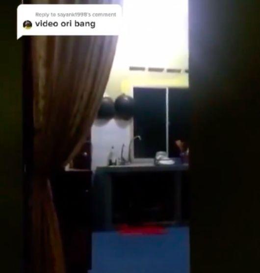 Merinding! Netizen Lihat Bayangan Pocong Mengintip di Jendela Dapur