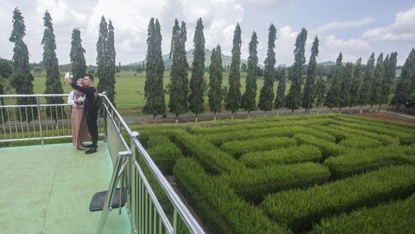 Taman Labirin Pelaihari menjadi salah satu destinasi favorit wisatawan saat menikmati libur akhir pekan.