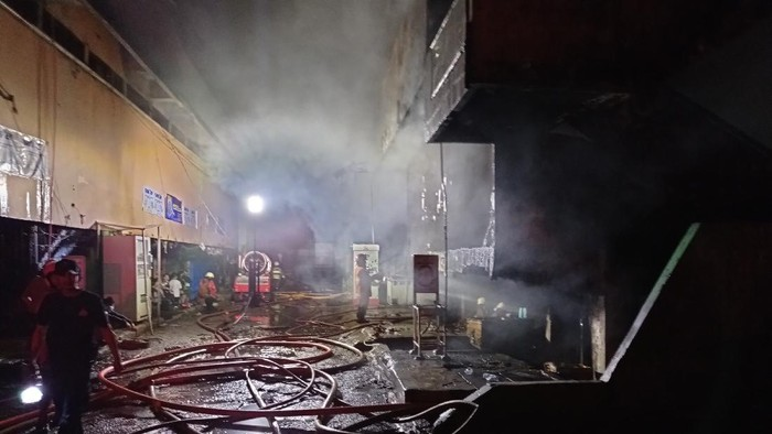 Api yang membakar Pasar Inpres Pasar Minggu, Jaksel. berhasil dipadamkan, Senin (12/4/2021).