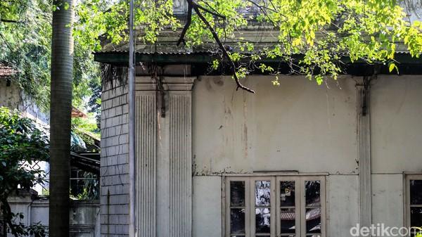 Seorang agen properti yang memasarkan bangunan tersebut mengatakan, keluarga mendiang Achmad Soebardjo yang ingin menjual rumah tersebut. Ia mengatakan, kepemilikan rumah tersebut masih atas nama Achmad Soebardjo, sehingga bukan milik negara ataupun cagar budaya.Foto: Ari Saputra