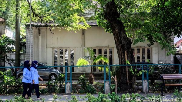 Dihubungi secara terpisah, Juru Bicara Kemlu Teuku Faizasyah juga mengkonfirmasi bahwa bangunan yang diiklankan adalah kantor pertama Kemlu. Ia juga mengatakan, kepemilikan bangunan tersebut adalah milik pribadi, bukan milik negara.Foto: Ari Saputra