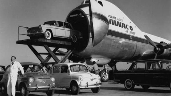 Pesawat-pesawat itu adalah mesin kokoh yang memang tak terlalu cepat dan jauh jangkauannya, tapi ekonomis. Moncong pesawat dapat dibuka ke samping sebagai pintu masuk mobil.