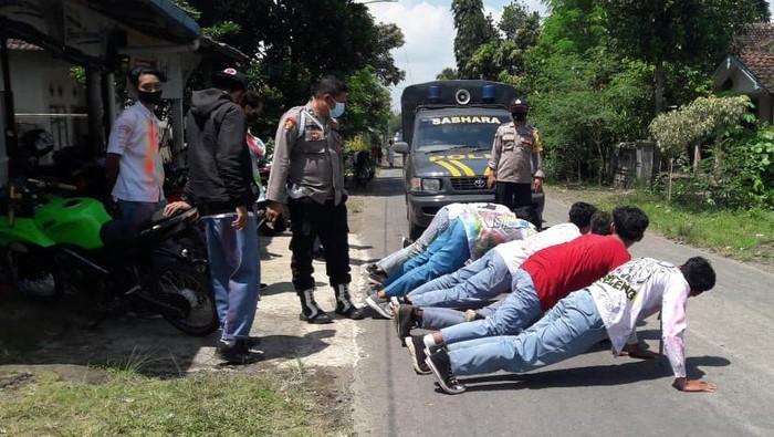 Puluhan Siswa Konvoi Dihukum Push Up di Banyuwangi
