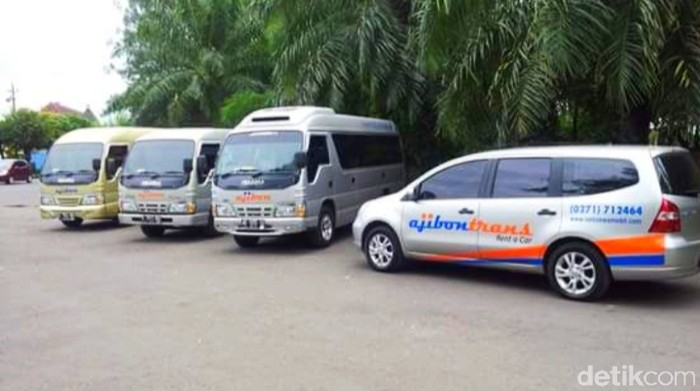 Sejumlah mobil rental milik Ajibon Trans. (Foto: Ari Purnomo/detikcom)